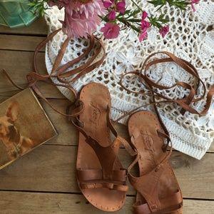 Free People Oliviera Tan Flat Wrap Sandals (37)